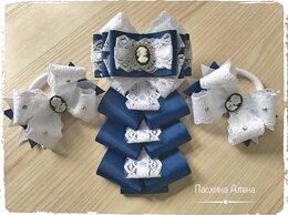 Галстуки и бабочки - Школьный галстук и пара бантиков, 0