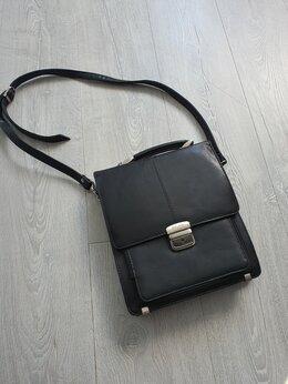 Портфели - Прадам портфель, размером 26×24см, б/у в…, 0