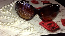 Очки и аксессуары - Женские солнечные очки со стразами, 0