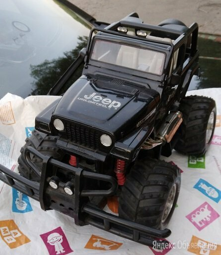 Радиоуправляемая модель автомобиля Jeep Wrangler по цене 1500₽ - Радиоуправляемые игрушки, фото 0