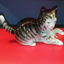 Интерьер - Фарфоровая статуэтка «Котёнок с мячиком» ГДР, 0