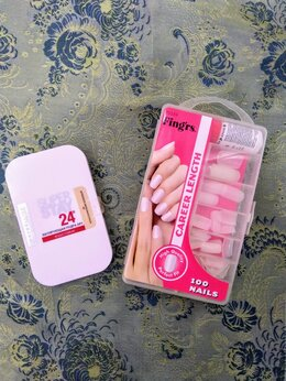 Для лица - Пудра Maybelline и накладные ногти, 0