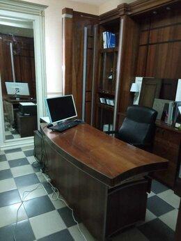 Мебель для учреждений - Кабинет руководителя из массива: шкаф, стол, 0
