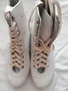 Обувь для спорта - Ботинки для коньков, 0