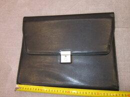 Портфели - Папка деловая черная на замке, кожзам, 0