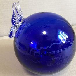 Статуэтки и фигурки - Синий стеклянный шар с бабочкой, 0