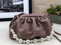Сумки - Новая женская сумочка с жемчужным ремешком , 0