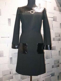 Платья - Чёрное платье с отделкой из кожзама, 0