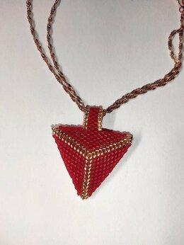 Кулоны и подвески - Кулон красный треугольник из бисера, 0