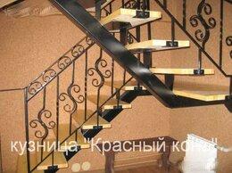 Лестницы и элементы лестниц - Лестница П-образная с коваными перилами, на…, 0