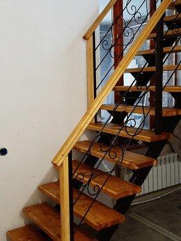 Готовые строения - Лестница на второй этаж в доме., 0