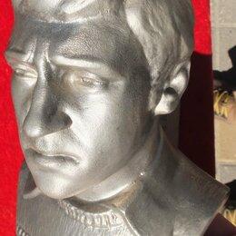 Статуэтки и фигурки - бюст Высоцкий,сплав белого металла,высота 25 см, 0