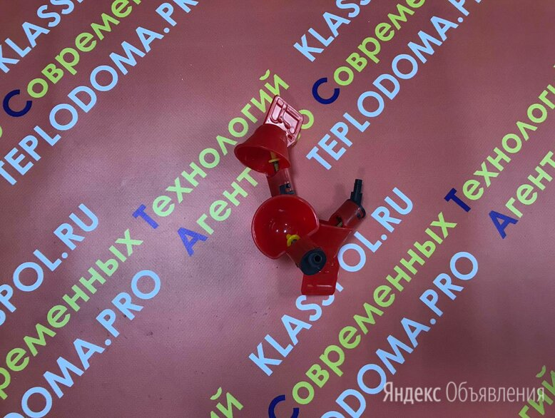 Поилка микрочашечная с рез.клапаном (с гребешком) по цене 120₽ - Миски, кормушки и поилки, фото 0