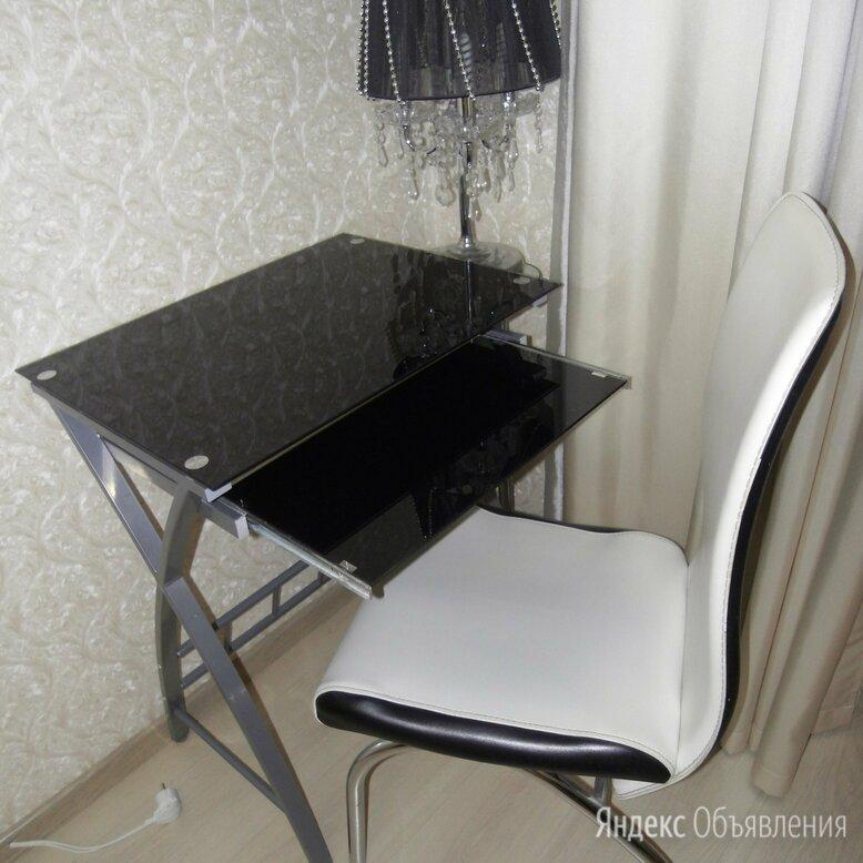 Стол компьютерный стеклянный компактный стиль торг по цене 5900₽ - Компьютерные и письменные столы, фото 0