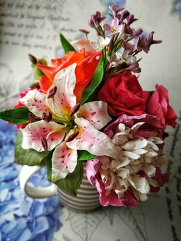 Сувениры - Цветы ручной работы в полосатой кружке, 0