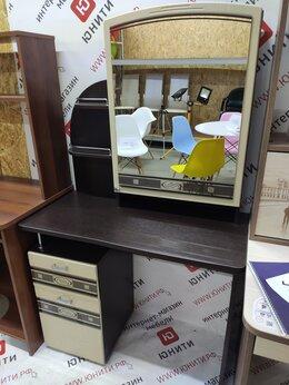 Столы и столики - Туалетный столик с тумбой, полочками и зеркалом, 0