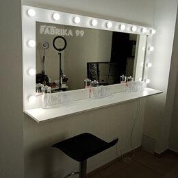 Зеркала - Настенное зеркало в деревянной раме с подсветкой, 0