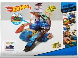 Радиоуправляемые игрушки - Автотрек Hot Wheel Бухта с Акулой + меняет цвет, 0
