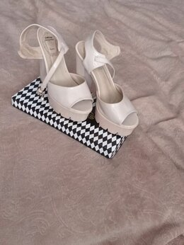 Босоножки - Лаковые босоножки на каблуке , 0