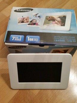 Цифровые фоторамки и фотоальбомы - Фоторамка Samsung SPF-71ES, 0