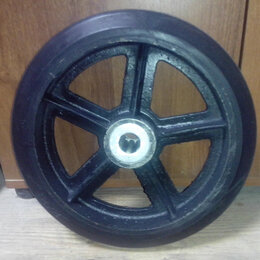 Грузоподъемное оборудование - колеса большегрузные черная литая резина .Без опоры , 0