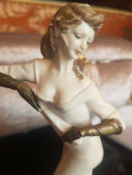 Статуэтки и фигурки - Фарфоровая статуэтка Девушка с веером Италия…, 0