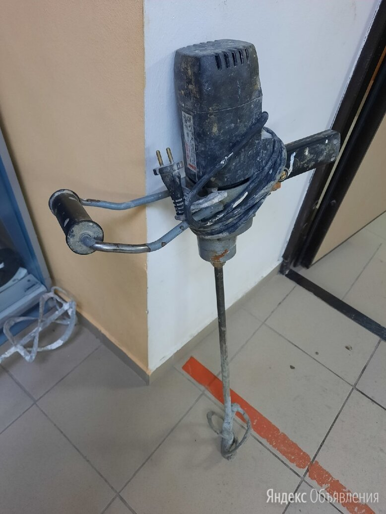 Дрель-миксер Rebir EM 1-950 E по цене 2800₽ - Дрели и строительные миксеры, фото 0