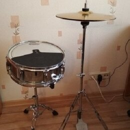 Ударные установки и инструменты - Барабан BlackHawk, тарелки и стойки, 0