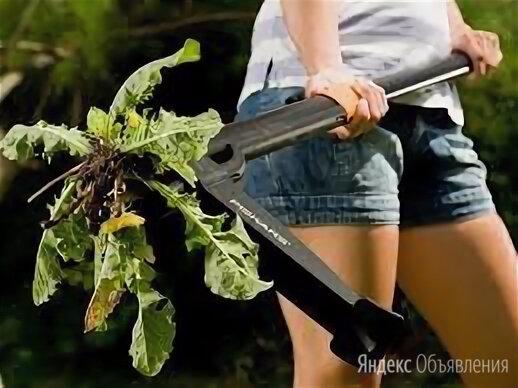 Средство удаления травы выдёргиватель Fiskars 139910 корнеудалитель по цене 5550₽ - Тяпки и мотыги, фото 0