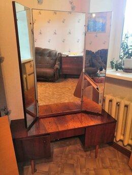 Тумбы - трельяж с зеркалом в спальню, 0