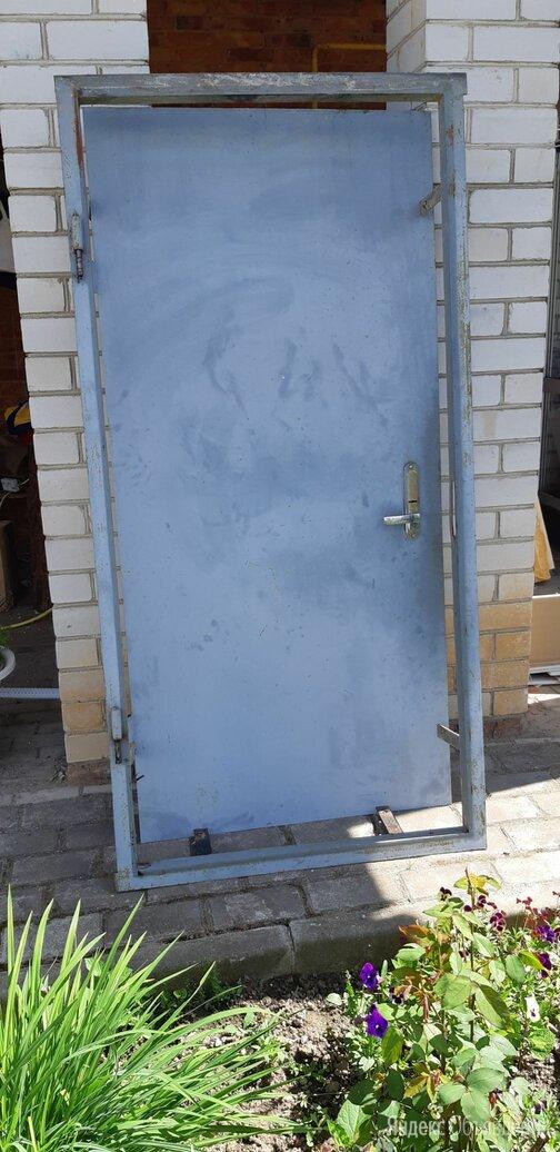 Продам металлическую дверь б/у по цене 3500₽ - Входные двери, фото 0