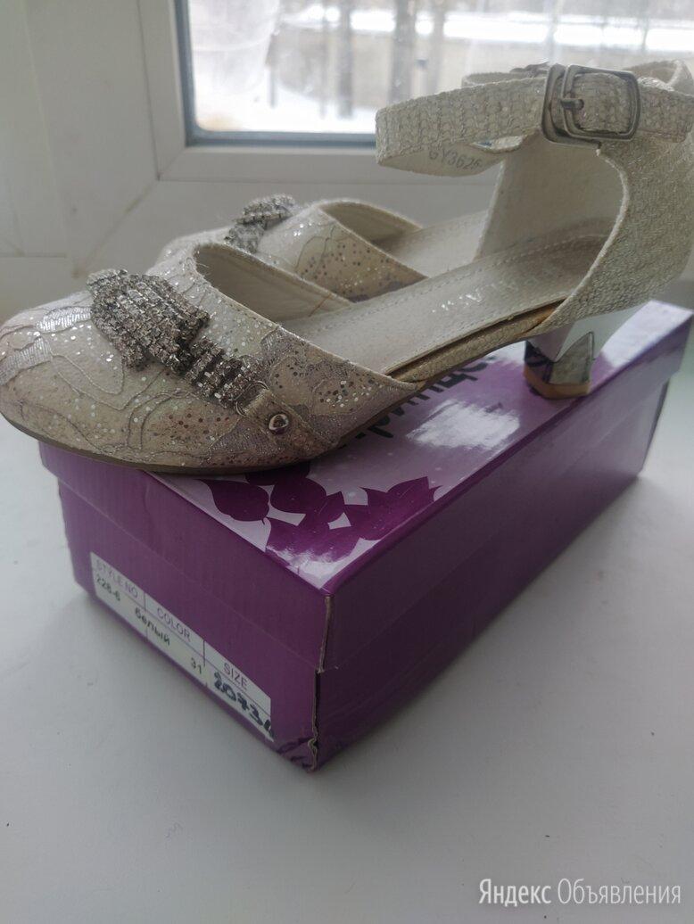 Туфельки на каблучке в очень хорошем состоянии, сарафан в подарок по цене 350₽ - Балетки, туфли, фото 0