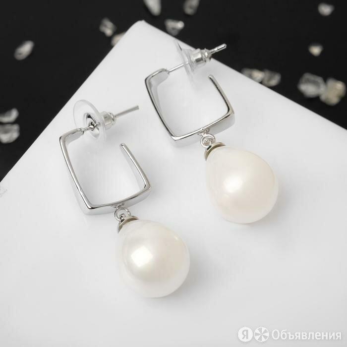 """Серьги с жемчугом """"Капля"""" прямой угол, цвет белый в серебре по цене 482₽ - Серьги, фото 0"""