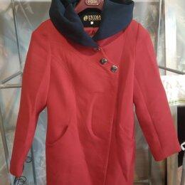 Пальто и плащи - Пальто с капюшоном, 0