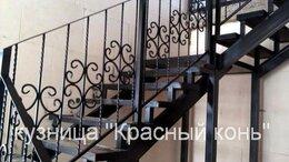 Лестницы и элементы лестниц - Лестница Г-образная с коваными перилами, на…, 0