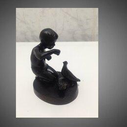 Интерьер - СССР статуэтка метал мальчик голуби, 0