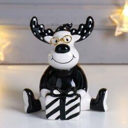 Новогодние фигурки и сувениры - Сувенир керамика 'Лосик в очках, с подарком' чёрный 12,5х9,2х11 см, 0