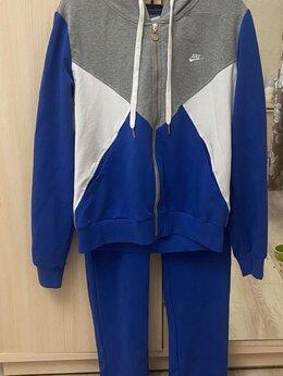 Спортивные костюмы - Женский спортивный костюм Nike размер 50-52, 0