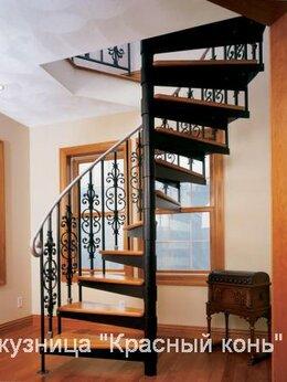 Лестницы и элементы лестниц - Лестница винтовая, изогнутая, с коваными…, 0