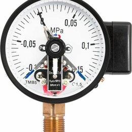 Спецтехника и навесное оборудование - Манометр ТМ-510Р.05 (0-0,1МПа) М20х1,5.1,5 с электроконтактной приставкой Исп.V, 0
