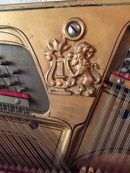 Клавишные инструменты - Антикварное немецкое пианино и антикварный крест, 0