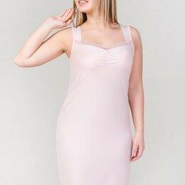 Домашняя одежда - Сорочка женская вискозная на широких бретелях, сборка и кружево на лифе, пудра, 0