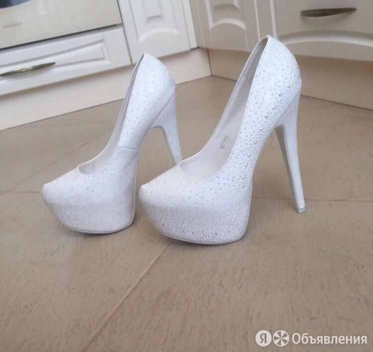 Туфли белые на платформе  по цене 3000₽ - Туфли, фото 0