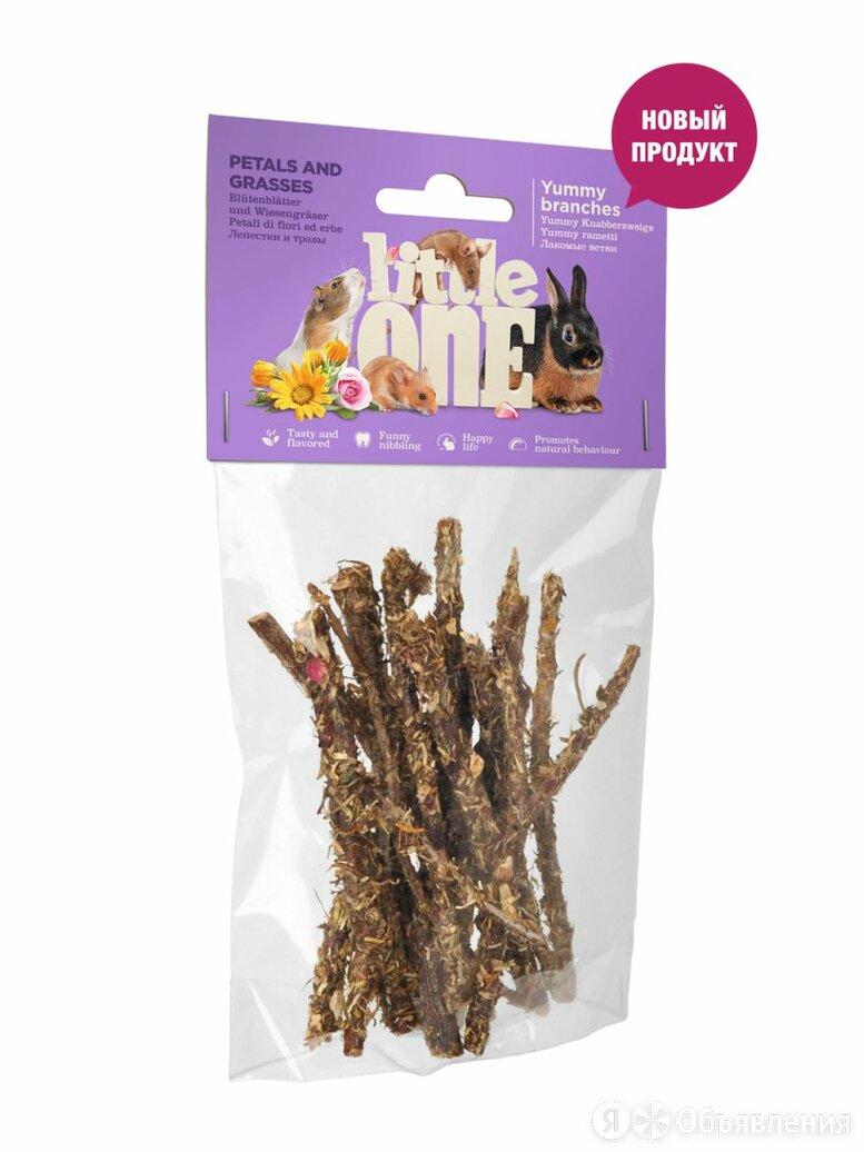 Little One Лакомые ветви с лепестками и травами. Лакомство для всех видов грызун по цене 130₽ - Лакомства , фото 0