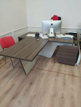 Мебель для учреждений - Стол руководителя Fregat на опорной тумбе с…, 0