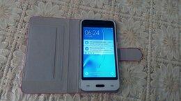 Мобильные телефоны - Смартфон SAMSUNG J1, 0