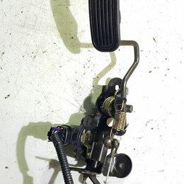 Двигатель и топливная система  -  Педаль газа Toyota RAV4, 0