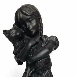 Статуэтки и фигурки - Статуэтка Девочка с котом, Каслинский завод, 0