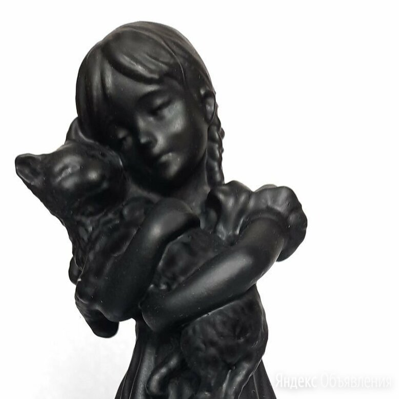 Статуэтка Девочка с котом, Каслинский завод по цене 3100₽ - Статуэтки и фигурки, фото 0