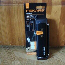 Мусаты, точилки, точильные камни - Универсальная ручная точилка ножей Fiskars Xsharp 120740 ножеточка, 0